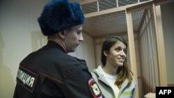 Активист Greenpeace Камила Эспесиале в Калининском суде Санкт-Петербурга. 19 ноября 2013 года.
