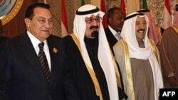 ملک عبدالله (وسط)، پادشاه عربستان، در کنار رئیس جمهور مصر و امیر کویت (راست)