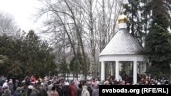 Чарга па сьвятую ваду ў Петрапаўлаўскім саборы