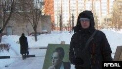 Пікет па зборы подпісаў за вылучэньне Уладзімера Рамановіча каля інтэрнату ВТУ