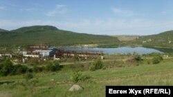 Вид на пруд у горы Гасфорта