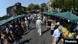 Գյուղմթերքների շուկա Երևանում, արխիվ