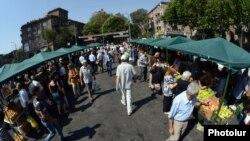 Գյուղմթերքի շուկա Երևանում, արխիվ