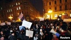 Анти-владините демонстранти на плоштадот во Загреб