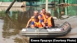 Зооспасатели во время повторного наводнения в Иркутской области