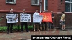 Пикет в защиту антифашистов и анархистов. Симферополь