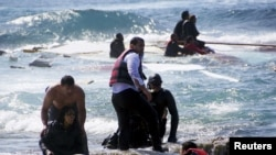 Yunanıstan sahillərində miqrantları belə xilas edirlər