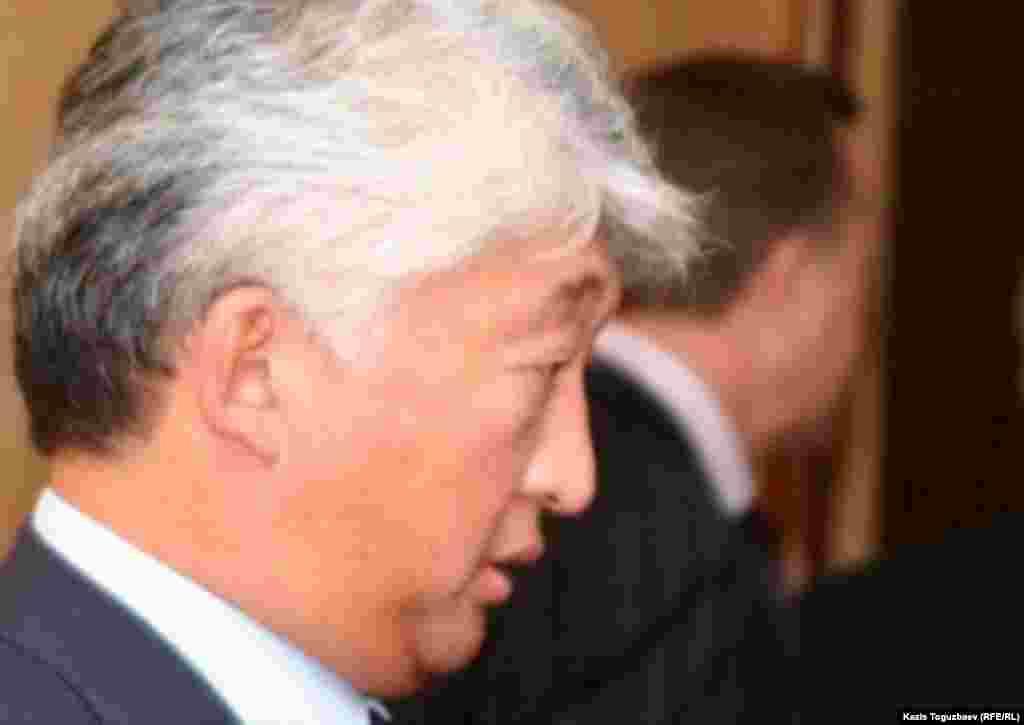 """""""Қазақмыс"""" минерал өндіру компаниясы жетекшісі Владимир Кимнің капиталы 4,5 миллиардқа жеткен. Былтыр тізімде 766-орында тұрған қазақстандық миллиардер биыл 424-орынға шыққан. Forbes 2014 жылы """"Қазақмыстың"""" Kazakhmys Corp. және KAZ Minerals plc. болып бөлінгенін, Кимнің осы екеуінде де үлесі бар екенін, 2013 жылы KAZ Minerals төрағасы қызметінен кеткенімен басқару кеңесінде атқарушы емес директор болып қалғанын жазады."""