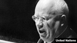 Микита Хрущов під час виступу на Генасамблеї ООН