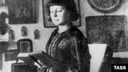 Marina Svetayeva şeir oxuyarkən, 1914 -cü il.