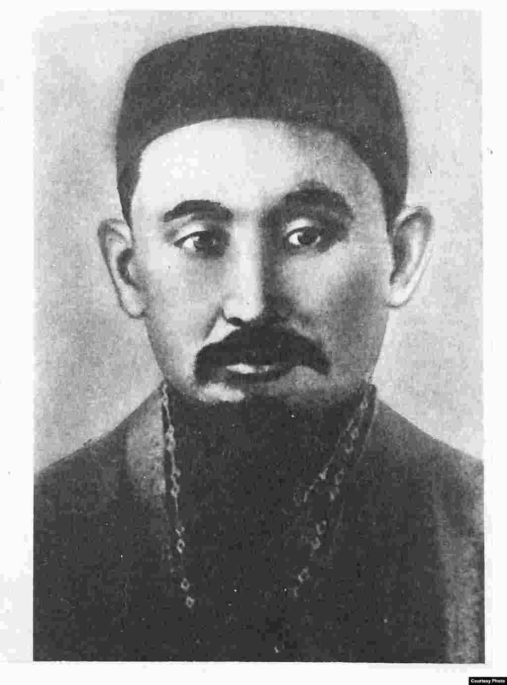 """Ғұмар Қарашұлы, 20-ғасыр басындағы танымал дін қайраткері, ақын. """"Қазақ"""" газеті авторларының бірі, әрі Алаш қозғалысы мен Алашорда автономиясының белсендісі."""