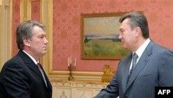 Президент и премьер вернулись домой после кратких заграничных гастролей