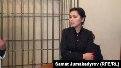Қирғизистоннинг собиқ бош прокурори Аида Салянова суд жараёнида.