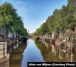 Зьнелюдзелыя каналы Амстэрдаму ў чэрвені 2020-га