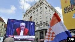 Në pritje të vendimit të Gjykatës së Hagës, Zagreb, 15 prill 2011.