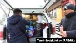 Сбор помощи для пострадавших в авиакатастрофе волонтерами.