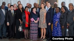 Послы в ООН от стран Третьего мира в Стокгольме на аудиенции у принцессы Виктории.