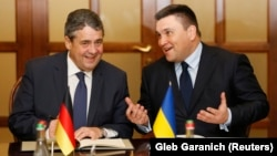 Ukrainian Foreign Minister Pavlo Klimkin (right) with his German counterpart, Sigmar Gabriel, in Kyiv