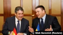 Міністр закордонних справ України Павло Клімкін (п) і його німецький колега Зіґмар Ґабріель