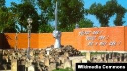 Разрушенный мемориал депортации в Грозном