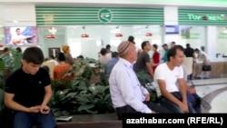 """""""Türkmenhowaýollarynyň"""" edarasy, Aşgabat (arhiw suraty)"""