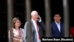 Педро Кучински выходит из Дома правительства после подачи заявления об отставке, 21 марта 2018