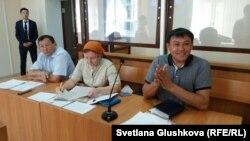 Суд по делу активиста Айдына Егеубаева (крайний справа). Астана, 23 августа 2017 года.