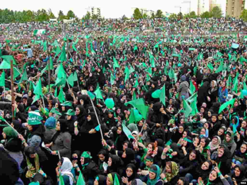 هواداران موسوی در مشهد، پیش از برگزاری انتخابات