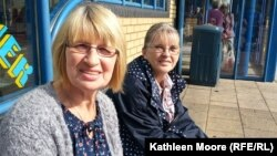 """""""The rich get richer and the poor get poorer...and it's all because of who's in government,"""" says """"yes"""" voter Louise Kemlo (right), pictured in Glenrothes with fellow """"yes"""" voter Mary Kiersten."""