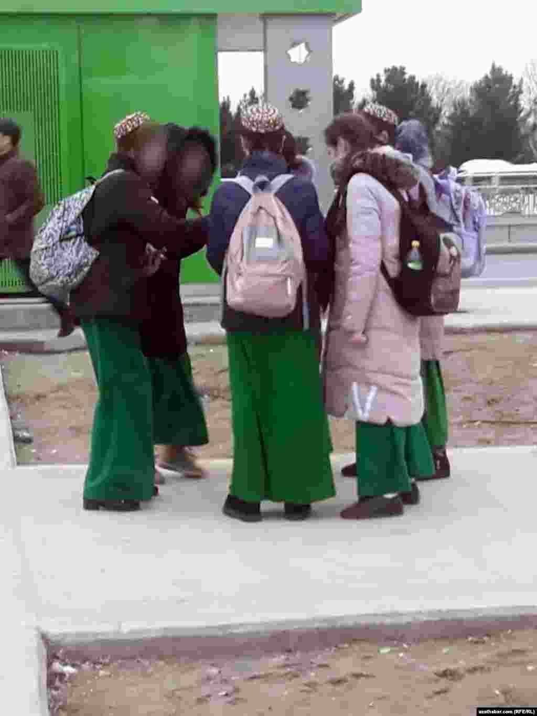 Школьницы, Ашхабад
