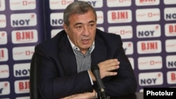 Armenia - Ruben Hayrapetian, chairman of the Football Federation of Armenia, speaks at a news conference in Yerevan, 12Jan2018.