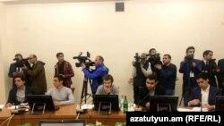 Студенты и представители власти во время круглого стола-обсуждения, 22 ноября 2017 г.