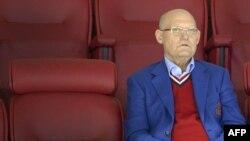 Легенда советского хоккея Владимир Петров наблюдает за матчем на арене ЦСКА. Москва, 11 сентября 2015 года.