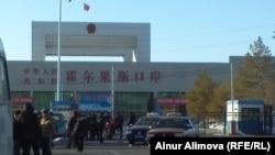 Таможенный пост «Хоргос» на казахстанско-китайской границе. 18 февраля 2013 года.