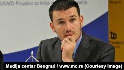 """""""Kada ste u situaciji da morate da se zadužujete onda je malo teže reći šta je povoljno, a šta ne. Imajući u vidu situaciju na svetskim tržištima kapitala, ne bih rekao da je ovo nepovoljno"""", kaže Nikola Altiparmakov, član Fiskalnog saveta Srbije."""