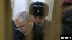 Ходорковский ва Лебедвнинг айбдор, деб топилгани халқаро ҳамжамият томонидан қораланмоқда.