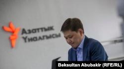 Сапар Исаков в офисе Кыргызской редакции Азаттыка.