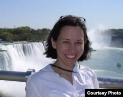 Барбара Жүнісбай, Лос Анджелестегі Питцер колледжінің Қазақстан бойынша жетекші маманы.