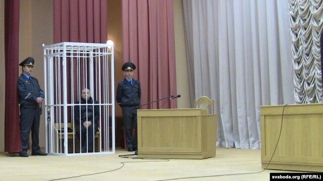 Sașa Varlamau, un creator de modă, în sala de judecată de la Minsk la 4 februarie