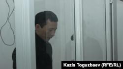 Сотталушы Әсет Нұржаубай соттағы соңғы сөзінде Мұхтар Әблязовты айыптады. Алматы, 2 қазан 2018 жыл.