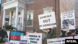 Ermənistanın ABŞ-dakı səfirliyi qarşısında Xocalı faciəsinin ildönümü ilə bağlı etiraz aksiyası