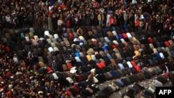 معترضان مصری در میدان تحریر در روز چهارشنبه پنجم بهمن