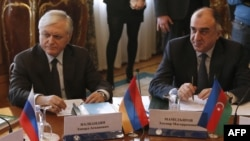 Russia -- Azerbaijani Foreign Minister Elmar Mammadyarov (R) and his Armenian counterpart Edward Nalbandian attend a session of the Council of Foreign Ministers of the Commonwealth of Independent States (CIS) in Moscow, Russia, April 8, 2016