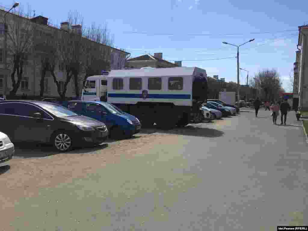Русиядә инде мондый машиналарсыз митинглар булмый