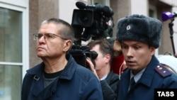 Бывший министр экономического развития России Алексей Улюкаев перед вынесением ему приговора. Москва, 15 декабря 2017 года.