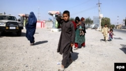 People flee amid ongoing fighting between government forces and Taliban militants, in Kunduz, on October 6.
