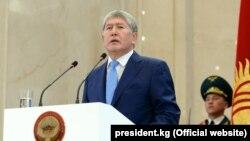 Алмазбек Атамбаев на инаугурации президента Сооронбая Жээнбекова. 24 ноября 2017 года.