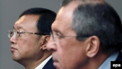 Russia -- Russian Foreign Minister Sergei Lavrov and his Chinese counterpart Yang Jiechi (L) at a joint press conference in Moscow, 27Apr2009