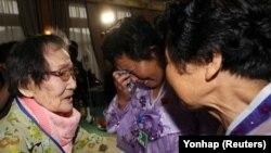 Семьи из Южной и Северной Корей встретились на горе Кумган. 20 августа 2018 года
