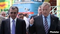 Armenia -- Transport and Communications Minister Manuk Vartanian (L) and Vladimir Yakunin, head of Russia's national railway, visit Yerevan's newly renovated central railway station, 1July 2010.